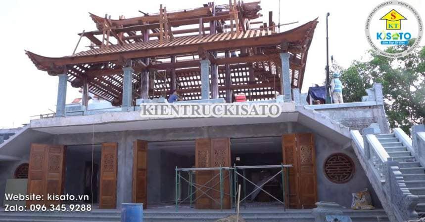 Đội ngũ nhân công đang thi công nhà thờ họ do Kisato thiết kế
