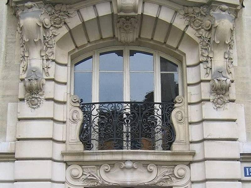 Mẫu cửa sổ thường sử dụng trong thiết kế biệt thự cổ điển -