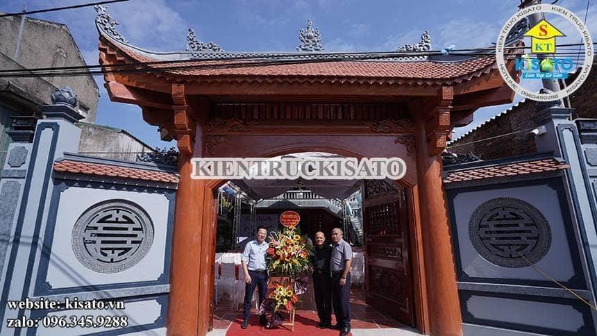 Đại diện Kisato đến chia sẻ niềm vui tân gia từ đường với chủ nhà.
